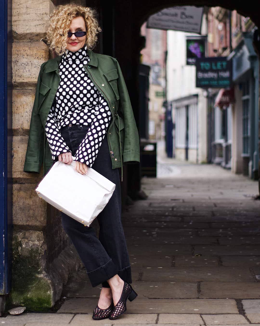 Какие брюки выбрать леди старше 50 лет: элегантные летние идеи