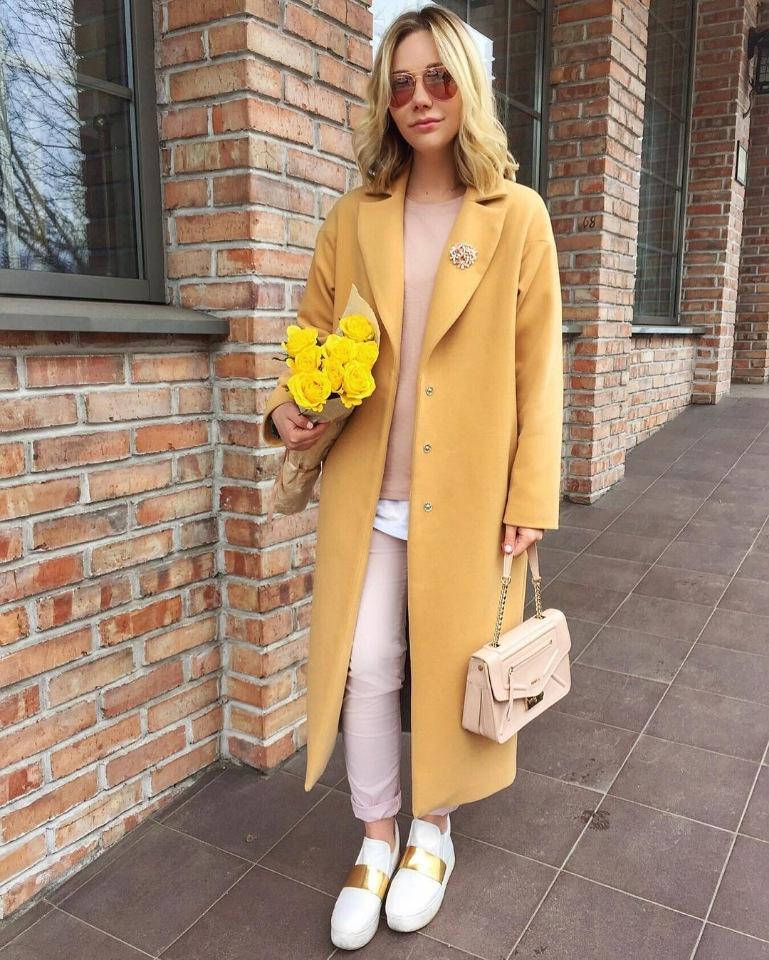 Модные осенние пальто 2021 желтое пальто