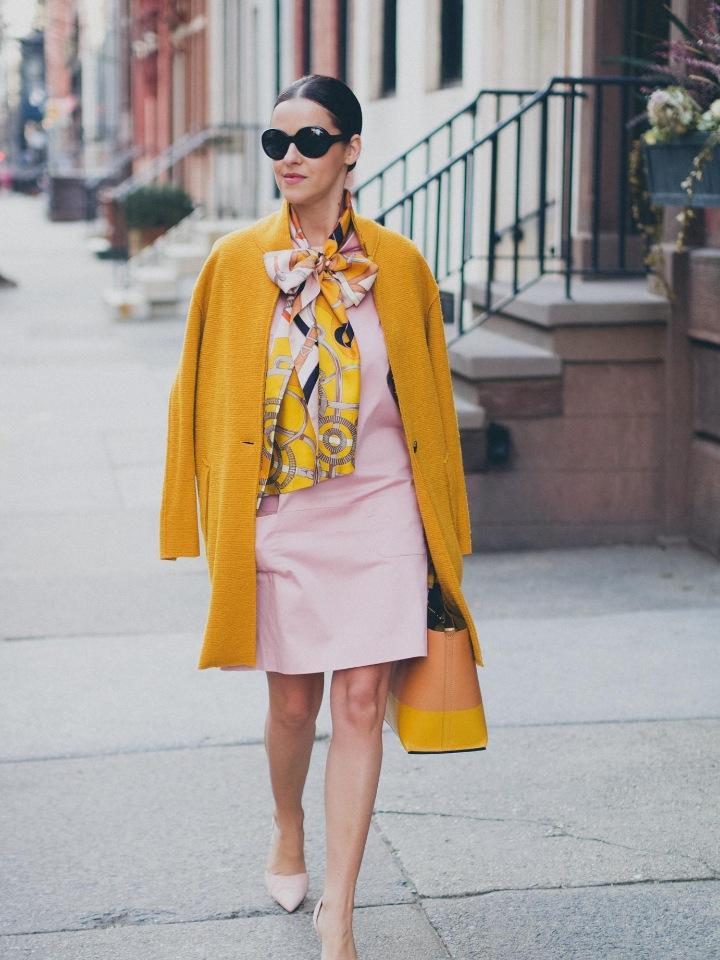 Модное осеннее пальто 2021 желтое пальто