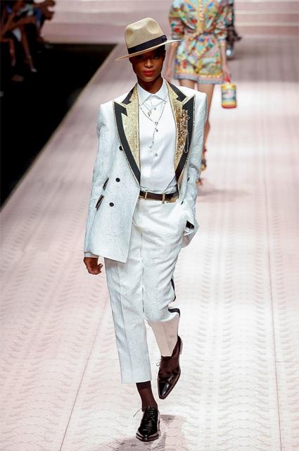 В Милане прошел один из самых ожидаемых показов Недели моды  свою коллекцию  весна-лето 2019 представили дизайнеры бренда Dolce   Gabbana. 8426f137a88
